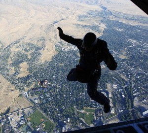 skydiving-665025_640